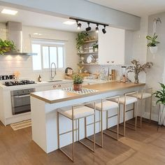 43 kitchen designs for small space studio kitchen ideas 4 43 k Open Plan Kitchen Living Room, Small Space Kitchen, Kitchen Room Design, Studio Kitchen, Modern Kitchen Design, Home Decor Kitchen, Interior Design Kitchen, Home Kitchens, Kitchen Ideas For Small Spaces Design