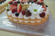 Torta v tvare čísla s fotopostupom, recept | Tortyodmamy.sk Individual Desserts, No Bake Cake, Waffles, Food And Drink, Birthday Cake, Bread, Baking, Breakfast, Morning Coffee