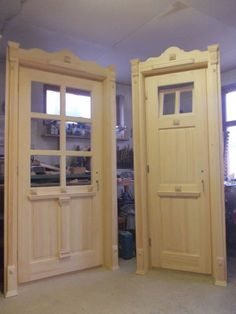 Swiss Chalet, Iron Doors, Wooden Doors, Picnic Table, Door Design, Decoration, Tall Cabinet Storage, Sweet Home, Farmhouse