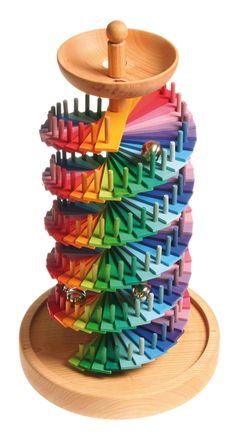 Mit dem Bausatz Kugelbahn kann man eine individuelle, doppelläufige Spiralbahn für Murmeln bauen. Die Kugelbahn darf selbst aufgebaut und nach Belieben farbig sortiert werden. Mit der sich ergebenden zweiläufigen Spiralbahn können auch...