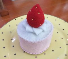 What a dainty little felt strawberry cheese cake.