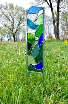 Garden stake in blues and greens - Stained Glass Sculpture Stained Glass Designs, Stained Glass Panels, Stained Glass Projects, Stained Glass Patterns, Stained Glass Art, Broken Glass Art, Sea Glass Art, Water Glass, Shattered Glass