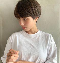 Chic Short Hair, Short Curly Hair, Short Hair Cuts, Curly Hair Styles, Salon Style, Female Images, My Hair, Salons, Fashion Beauty