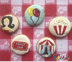 Circus Party! Nuestras galletas son la mejor opcción para decorar la mesa de tu fiesta!   #globos #galletasdecirco #AdmitOne #Circus #popcorncookies Sugar, Cookies, Desserts, Food, Circus Cookies, Shortbread Cookies, Biscuits, Meal, Deserts