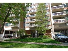 Closed on 2 bedroom, 2 Bathroom Central Oak Park High Rise Condo.  Lots of square footage and loads of potential in a great location.  Sold by Linda Rooney of the Pych Team in August 2015.