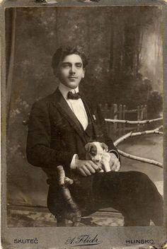 Lots of old Photos at Lost In Time Vintage Gentleman, Vintage Man, Vintage Beauty, Man And Dog, Old Dogs, Vintage Photography, Dog Photography, Vintage Images, Vintage Postcards