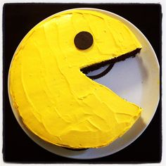PAC man cake Visually impressive, but not hard to make at all! Warning: takes a lo of yellow food coloring to get that deep yellow. 13th Birthday Parties, 50th Party, Birthday Ideas, Birthday Cake, Food Themes, Party Themes, Party Ideas, 80s Party Foods, Work Party