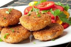 Beef cutlets are an easy Ramzan recipe to make for the breaking of fast. To know how to make delicious beef cutlets this Holy month, read on. Beef Cutlets, Fish Cutlets, Potato Cutlets, Chicken Cutlets, Veg Cutlet Recipes, Cutlets Recipes, Indian Snacks, Indian Food Recipes, Fish Kabab