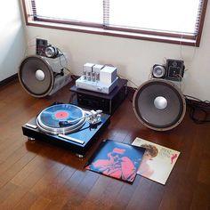 Miles Davis/'Round About Midnight 部屋が片付いたんで、とりあえず並べてみました ここまで物がないと、やはり思いっきりライブですが、ジャズ専用なら悪くないかなぁ‥ #milesdavis #マイルスデイビス #nowspinning #recordcollection #vinyl #vinylcollection #vinyljunkie #jazz #jazzrecord #jazzvinyl #レコード#ジャズ #hifi #audio #vintageaudio #tubeamp #tubeamplifier #recordplayer #オーディオ #ヴィンテージオーディオ #真空管アンプ #レコードプレーヤー #jbl #luxman #kenwood #teac #ラックスマン #ケンウッド