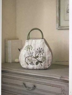 D e t a i l s ] Language: Japanese Condition: Brand New Pages: 111 pages in Japanese Author: Yoko Saito Date of Publication: Japanese Patchwork, Japanese Bag, Patchwork Bags, Quilted Bag, Yoko Saito, Embroidery Bags, Japanese Embroidery, Basket Bag, Fabric Bags