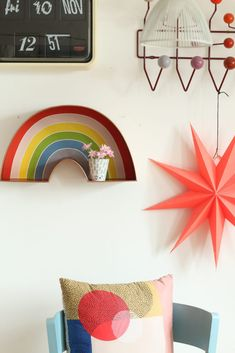 Fundstück der Woche: Regenbogenregal | My home is my horst -  Pretty blend of colors!