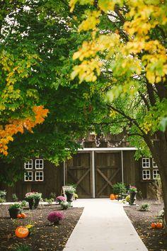 Rustic Barn Wedding. Indiana wedding barn. Country wedding. Fall wedding.