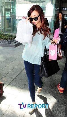 http://okpopgirls.rebzombie.com/wp-content/uploads/2013/03/SNSD-Tiffany-airport-fashion-March-11-04.jpg