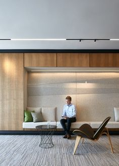 Arney Fender Katsalidis has completed the new office space in Quebec, Canada for internationally renowned professional services firm Deloitte. #luxuryofficedesign #professionalofficedesigns