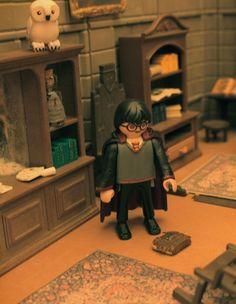 Playmobil Harry Potter réalisé par Alizée  #Playmobil #playmo #expoplaymo #harrypotter #jallanges #expoplaymo #magie #magic #magicien #HarryPotter #harrypotterworld #harrypotterfan #poudlard Harry Potter World, Collection Harry Potter, Expositions, Blogger Themes, Legos, Dollhouse Miniatures, Board Games, Illustration, Miniatures