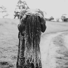 My #dreadjourney began 7 years ago with my first 4 dreads, which soon became 10, which then led to a full head of dreads just over 4 years ago! #46dreads #noextentions #mountaindreads #dreadhead #dreads #dreadbeads #wonderlocks #dreadication #longlocs #dreadlocks #dreadstagram #dreadlockstyle #mydreadslife