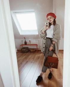 8,045 отметок «Нравится», 99 комментариев — Jana (@vonkopfbisfuss_) в Instagram: «An grauen Tagen hilft nur graue Kleidung. (Ach ja und rote Akzente )»