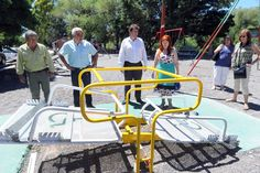 El Ministerio de la Familia fortalece las líneas de acción para incluir a personas con discapacidades http://www.ambitosur.com.ar/el-ministerio-de-la-familia-fortalece-las-lineas-de-accion-para-incluir-a-personas-con-discapacidades/ Acompañada por el intendente Gabriel Restucha, la ministra de la Familia, Rosa González, recorrió la semana pasada las obras que se han inaugurado en Gaiman en materia de inclusión para personas discapacitadas. Además anunció que se constr