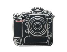 Pin's Nikon D4 - Nikon Store