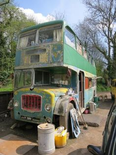 ♥. I ALWAYS wanted to convert a double decker. I even used to draw plans-when I was a child. :)