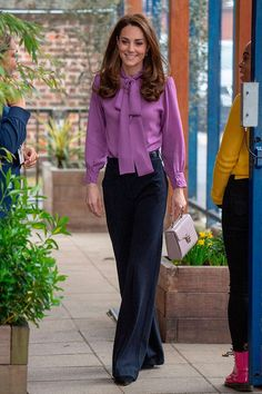 Kate Middleton Steps Out Solo for Henry Fawcett Children's Centre Visit!: Photo Catherine, Duchess of Cambridge (aka Kate Middleton) keeps it chic and sophiscated while paying a solo visit to the Henry Fawcett Children's Centre on Tuesday (March… Looks Kate Middleton, Estilo Kate Middleton, Kate Middleton Outfits, Princess Kate Middleton, Kate Middleton Children, Kate Middleton Fashion, Kate Middleton Hair, Jw Moda, Mode Outfits