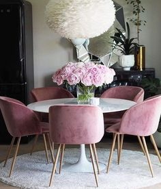 Colorful Modern Chairs: Summer Living Room Furniture Trends 2017 | Modern Chairs | Contemporary Interior Design | Summer Trends | #chairinspiration #modernlivingroom #livingroomfurniture | More inspiration right here: http://modernchairs.eu/colorful-modern-chairs-summer-living-room-furniture-trends-2017/