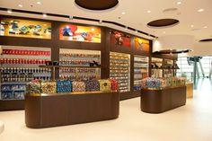 Lindt Boutique du chocolat - Zurich Airport #RoseVoxBox @Lindt Chocolate @Influenster #LindtTruffles