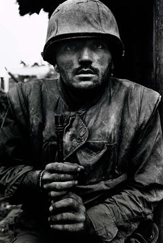 Photogs and Photograph's Photographer of the Day for October 2012 -- Don McCullin. - ) photojournalist and war photographer. Shell shocked Soldier after the Battle of Hue during the Tet offensive -- Vietnam, 1968 Photography Reviews, Time Photography, History Of Photography, Documentary Photography, Photography Exhibition, Hue Vietnam, South Vietnam, Shell Shock, Vietnam Veterans