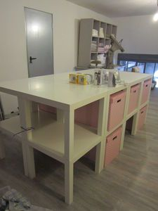 [Inspiration] Ikea Hack : L'indémodable table LACK Hack Ikea, Ikea Lack, Sewing Room Design, Sewing Rooms, Petite Table Ikea, Coin Couture, Craft Room Storage, Home Staging, Interior Design Kitchen