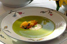 Grön ärtsoppa med löjrom och crème fraiche | Köket.se