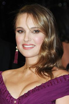 Natalie Portman Red Carpet Hair And Hairstyles, British Vogue Natalie Portman Bikini, Natalie Portman Hot, Natalie Portman Mila Kunis, Hollywood Actor, Hollywood Actresses, Dame Diana Rigg, Divas, Nathalie Portman, Shave Her Head