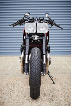 A garage for special motorcycles and cafe racers Cafe Racer Honda, Cafe Racer Bikes, Cafe Racer Motorcycle, Ducati 1000, 4 Wheel Bicycle, Best Motorbike, Morgan Cars, Honda Cbx, Cafe Racer Magazine