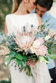 17 Ideas for flowers bouquet photography mariage Flor Protea, Protea Bouquet, Flower Bouquets, Bridal Bouquets, Inexpensive Wedding Flowers, Church Wedding Flowers, Bridal Flowers, Unique Flowers, Ideas
