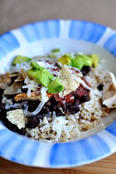 Healthy dinner ideas: make this burrito bowl with healthy ingredients. So delicious and easy to put together!