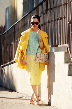 HallieDaily-50s-Old-Glam-Lace-Pencil-Skirt-and-Yellow-Coat_0.jpg 780×1.170 píxeles