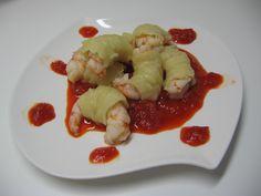 Gamberoni avvolti di pasta con salsa ai peperoni