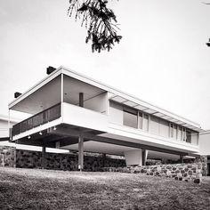 """222 Likes, 6 Comments - BAUKUNST™ El Arte de Construir (@i_volante) on Instagram: """"Casa Starkey 1955, Marcel Breuer arquitecto. Mucho que decir sobre esta foto. Mejor la sigo…"""""""
