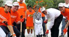 El Club de Futbol Monterrey y The Home Depot México continúan demostrando su interés en hacer de esta una mejor sociedad al llevar a cabo un evento más de la campaña 'Puntos Con Causa, Hagamos Más #ReforestaciónRayada'. http://www.rayados.com/articulo/1266271/Siembran+Rayados+y+The+Home+Depot+arboles+en+DIF+Capullos.htm