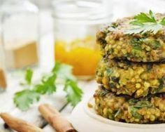 Galettes végétaliennes de millet aux pois chiches et curry : http://www.fourchette-et-bikini.fr/recettes/recettes-minceur/galettes-vegetaliennes-de-millet-aux-pois-chiches-et-curry.html