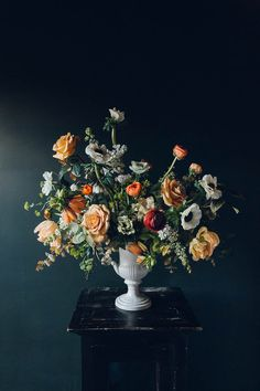 bouquet with dark background (800×1200) urn rose orange gradation unnameable colours