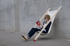 Curt: a deck chair attractive in its simplicity.