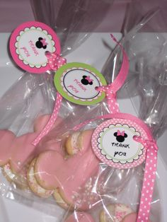 Cookie favors at a Minnie Mouse Party #minniemouse #partyfavors