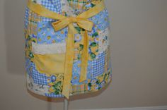 Vintage look apron with snaps and ruffled by SpoolandThimble, $25.00