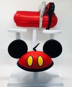 Etsy - DisplayYourMouseEars  Mouse Ear Display and 3 Hat Holders- Different fabric available.  👸🏻💕🐭🎡🎠🍭🎀 #mouseears #shareyourears #disney #disneyland #disneyworld #disneygram #Disney day #disneyparks #mickeyears #mickeymouse #mickeymouseears #minnemouse #minnieears #minniemouseears #minniemouseearsheadband #etsy #etsyshop #waltdisney #waltdisneyworld #itallstartedwithamouse #disneyside #disneymagic #itallstartedwithamouse #disneyears #disneyhats #disneyheadbands Earing Holder, Hat Holder, Mickey Mouse Ears, Disney Ears, Disney Headbands, 3 Hat, Hanging Closet Organizer, Hat Display, Hat Making