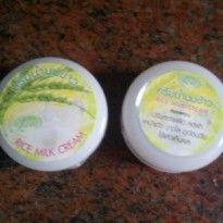 Cream Susu Beras adalah cream yang diformulasikan untuk perawatan wajah yang indah dan alami dan terbuat dari sari pucuk beras muda yang berfungsi untuk mencerahkan,