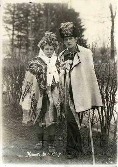 Микола Миколайович Сіреджук з дружиною в день свого весілля, Космач, 1880 р. З фотоархіву В. Коваленка..jpg (423×600)