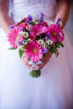 Pink, white and purple daisy bridal bouquet | villasiena.cc