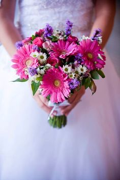 Pink, white and purple daisy bridal bouquet | villasiena.cc