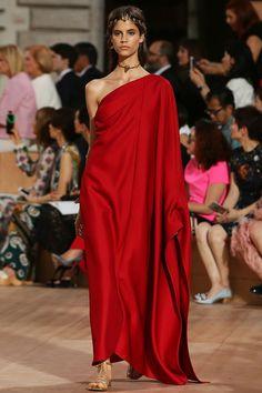 Valentino Haute Couture Autumn/Winter 2015 Show Report | Fashion News | Grazia Daily