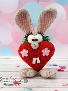 Мастер-класс крючком по вязанию ушастого зайца ко Дню Святого Валентина #амигуруми #схемыамигуруми #вязаныеигрушки #вязаныйзаяц #amigurumi #amigurumipattern #amigurumibunny #crochetbunny Knitted Doll Patterns, Knitted Dolls, Amigurumi Patterns, Crochet Dolls, Crochet Patterns, Love Photo Collage, Romantic Cards, Easter Pictures, Saint Valentine